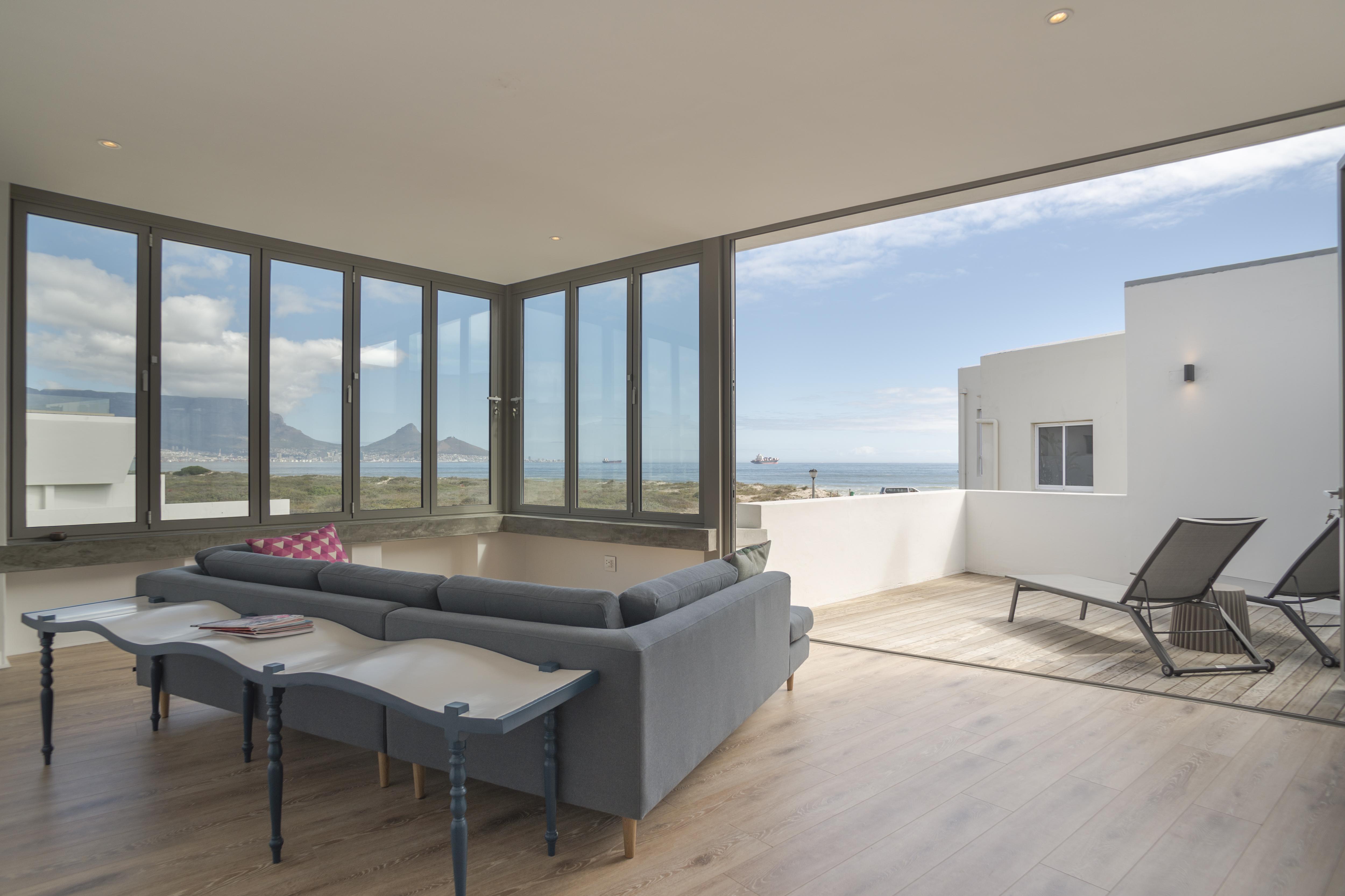 Ocean10 Upper Deck Luxury 2BR apartment in Sunset Beach