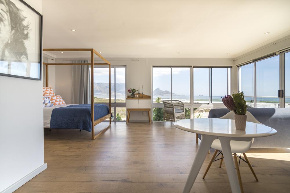 Ocean12 Beachfront House in Sunset Beach, Cape Town