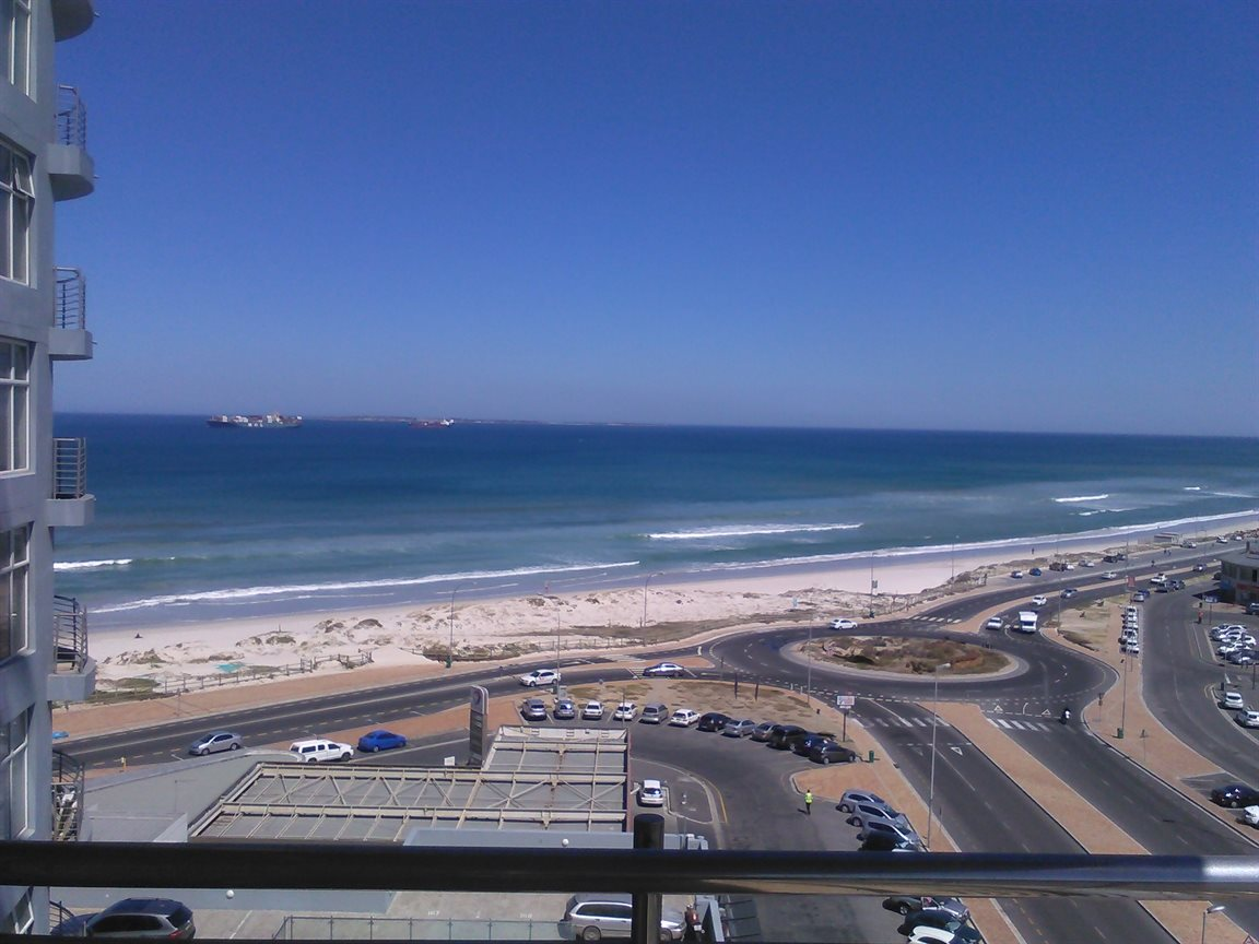 This North faced apartment has the perfect orientation for a beachfront apartment in Blouberg