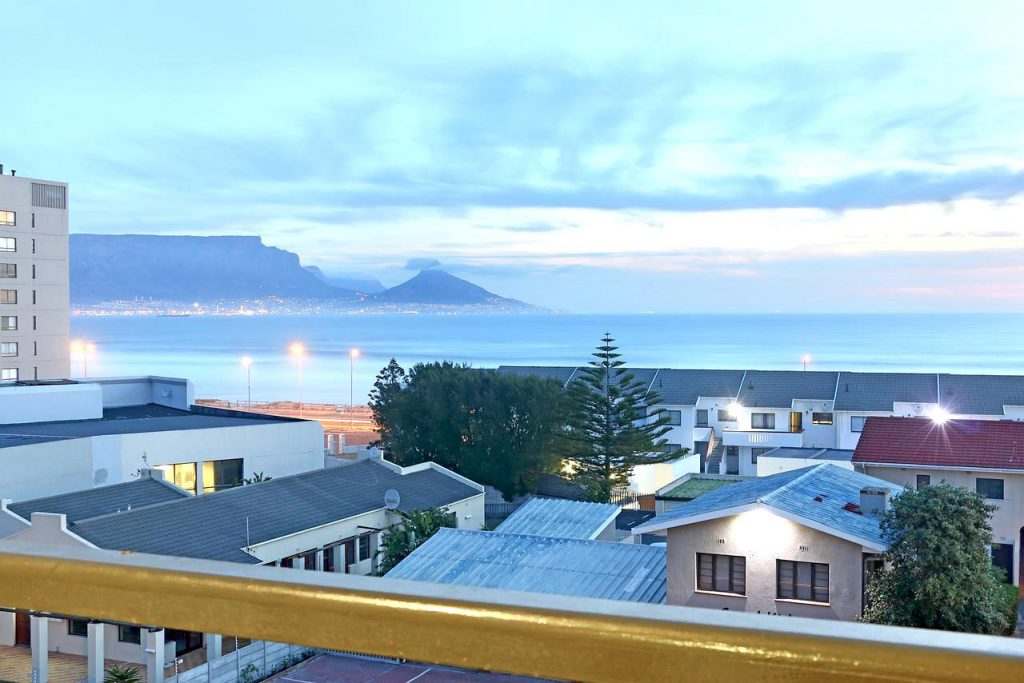 Stay between 1-15 December and pay 32€ only instead of 45€ per night. Get 30% discount on this amazing 1 bedroom apartment in Cape Town!