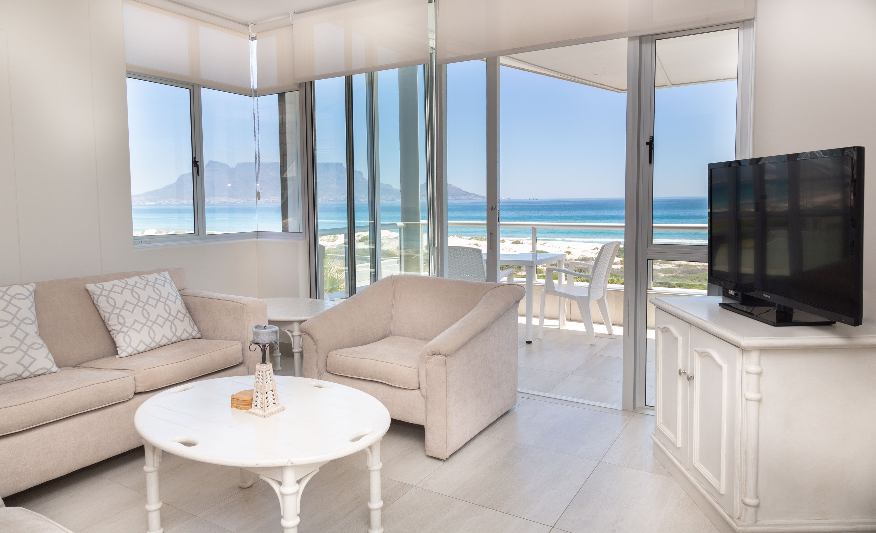 Dolphin 2 bedroom apartment -direct access to the beach