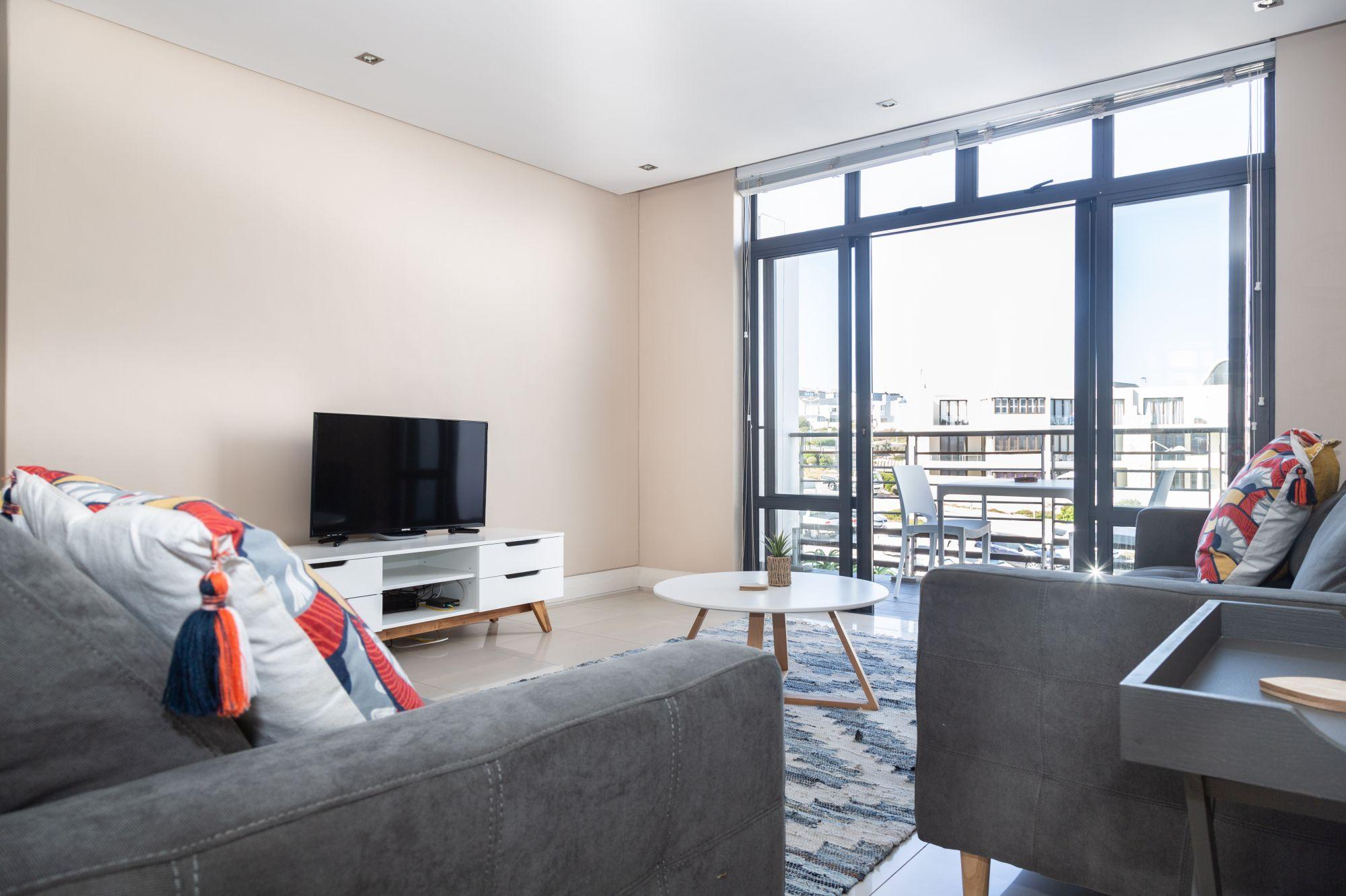 207 Eden On The Bay. Luxury Top Floor Apartment